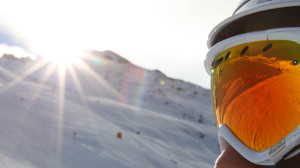Sonne ist gerade am Horizont im Skigebiet Hochzeiger - Mann mit Skibrille